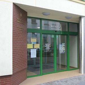 drzwi-budynek